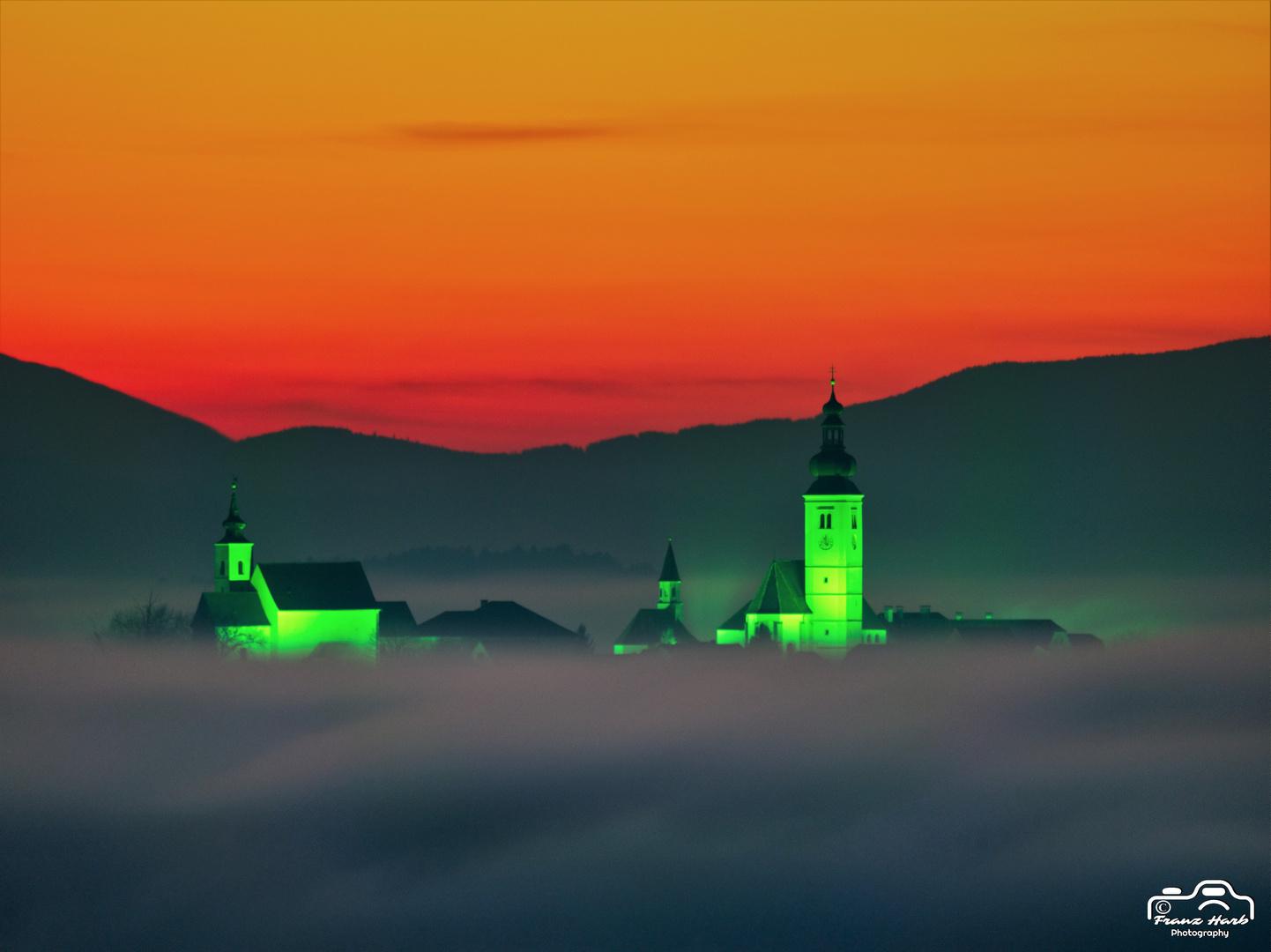 Austria, Styria, Straden: Advent in Straden mit seinen 4 Kirchen auf einem erloschenen Vulkan erbaut