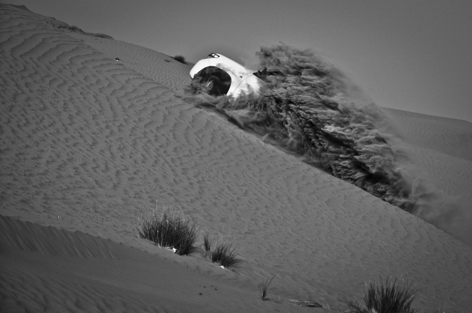 """Auto wird vom """"Wüstenmund"""" gefressen ;)"""