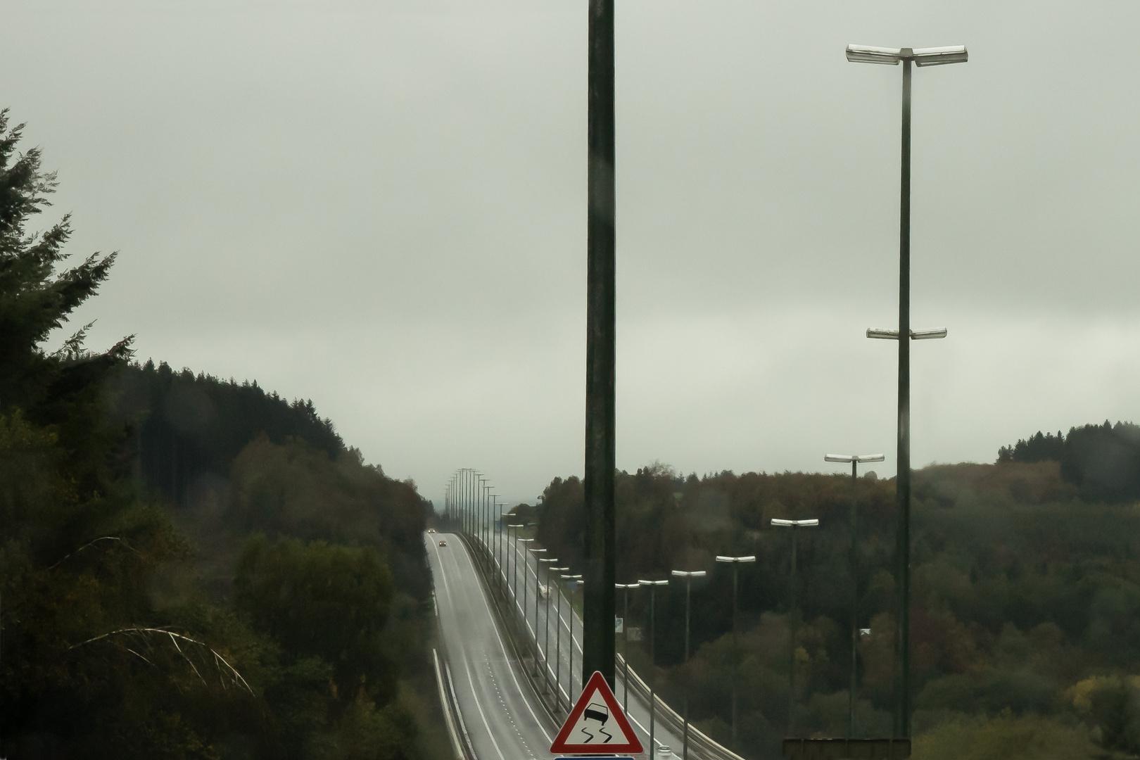 Autobahn bei schlechtem Wetter