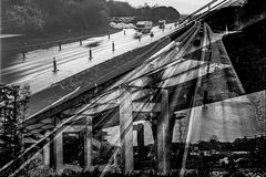 Autobahn - fließender Verkehr - Stau - Brückenabriss - Baustelle - Stress