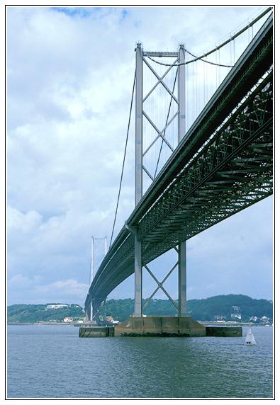 Autobahnbrücke über den Firth of Forth (Schottland)