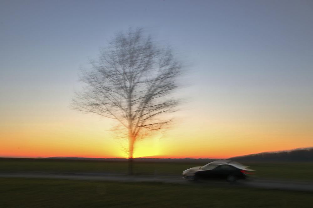 Autofahrt bei Sonnenuntergang