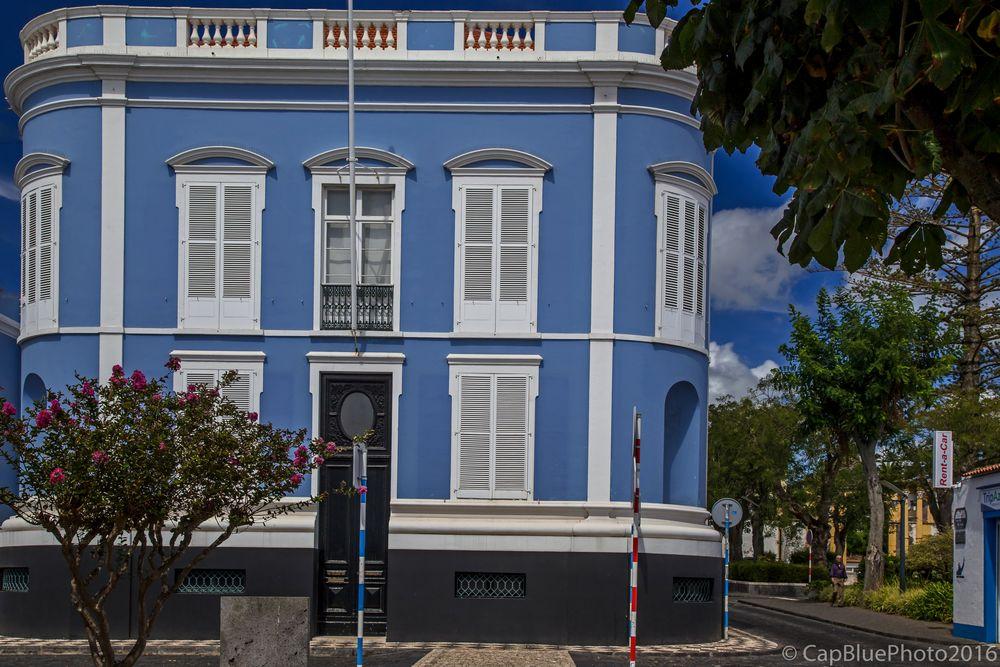 Autonomiebehörde in Ponta Delgada das blaue Haus