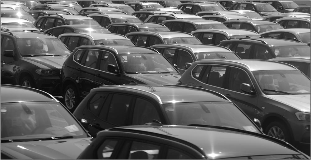 Autos soweit das Auge reicht