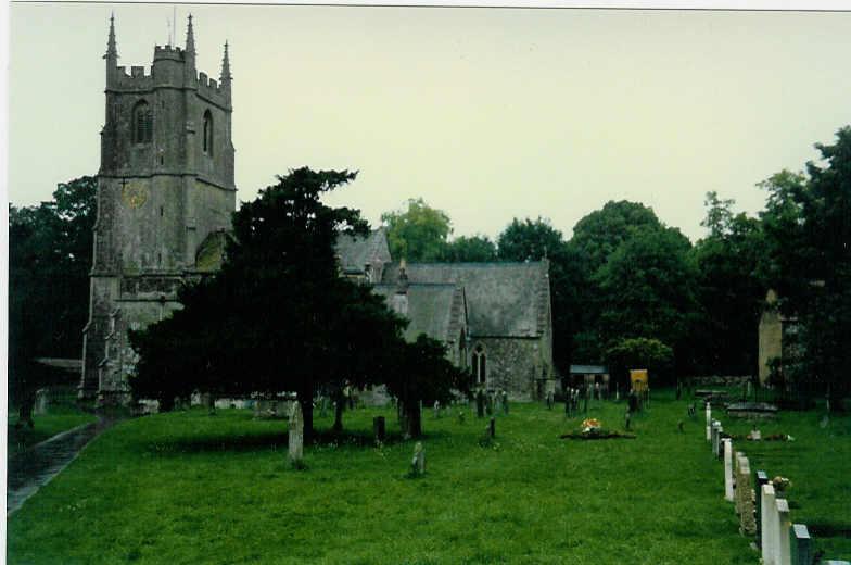Avebury (die Kirche mit dem Friedhof)