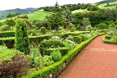 Azoren  - Gepflegte Gärten überall