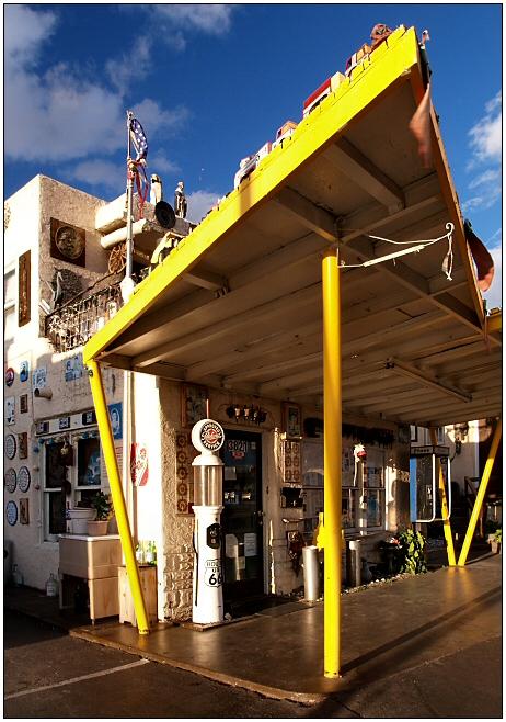 Aztec Motel (2)