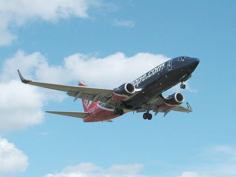 B 737-800 SkyEurope