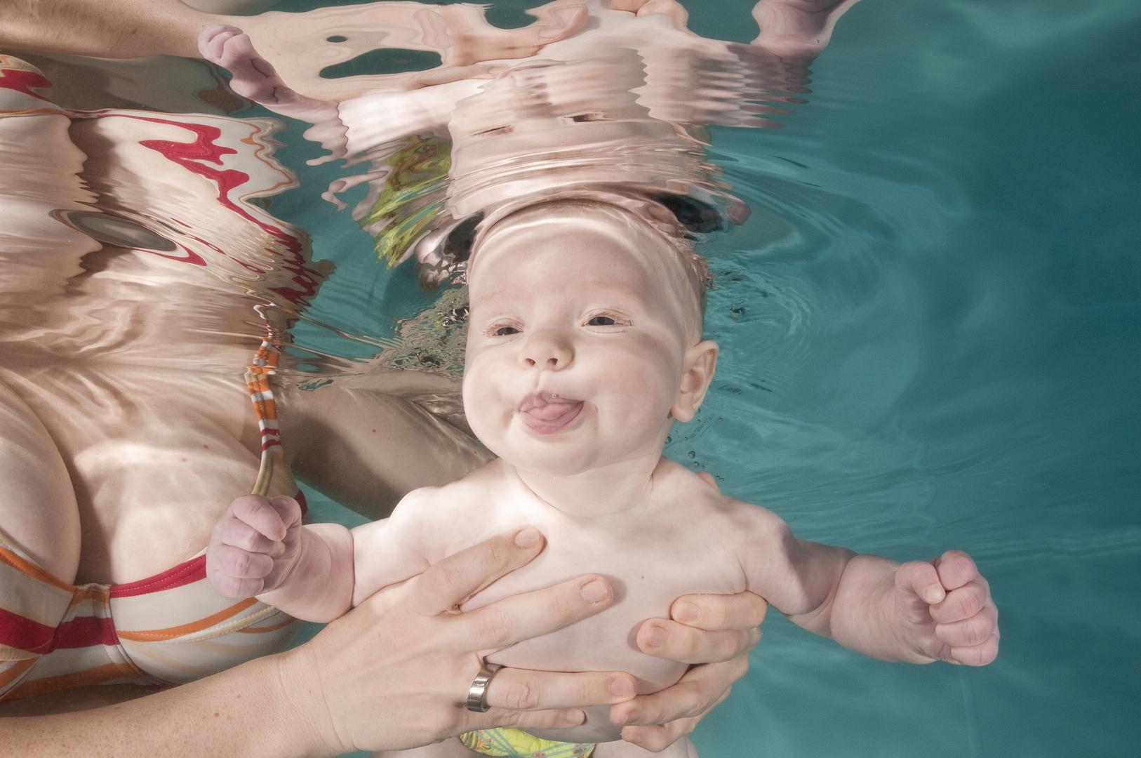 Babyschwimmen Unterwasser
