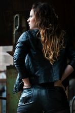 Back i/\/ Leather