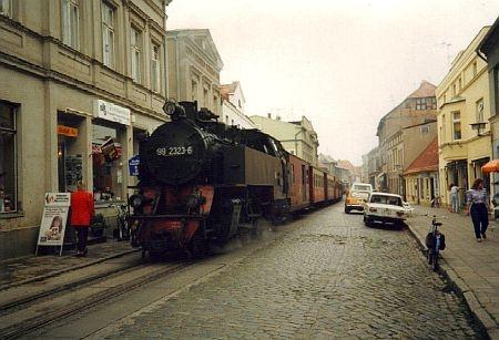 Bad Doberan mit Dampf zur Wendezeit in der Goethestrasse