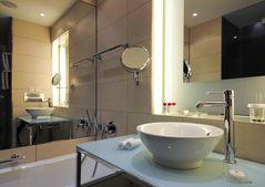 Bad mit Spiegeln