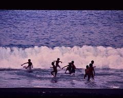 Badefreuden der Kleinen auch am Abend, Bali  .DSC_7193