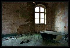 Badetag im Krankenhaus am Rande der Stadt