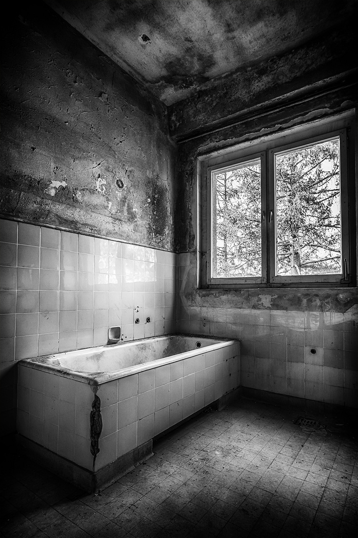 """Badewanne"" (Lost Place)"