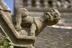 Bähh - Figur an einer bretonischen Kirche (Bretagne)