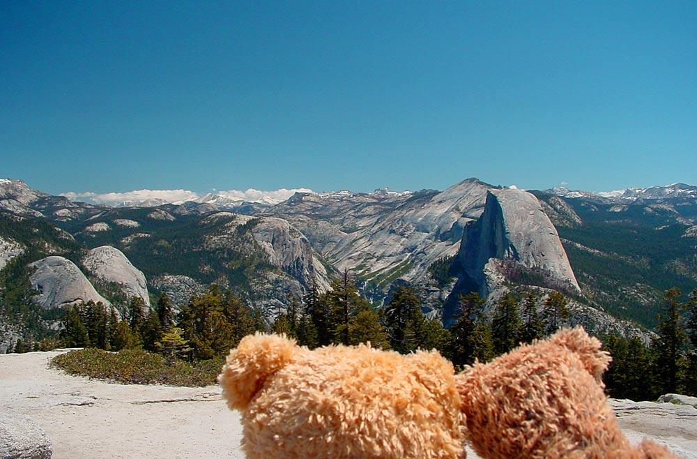 Bärt und Bärnd genießen die Aussicht zum Half Dome