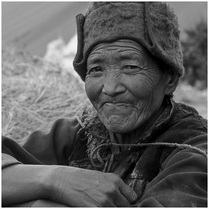 Bäuerin in Alchi, Ladakh, Indischer Himalaya