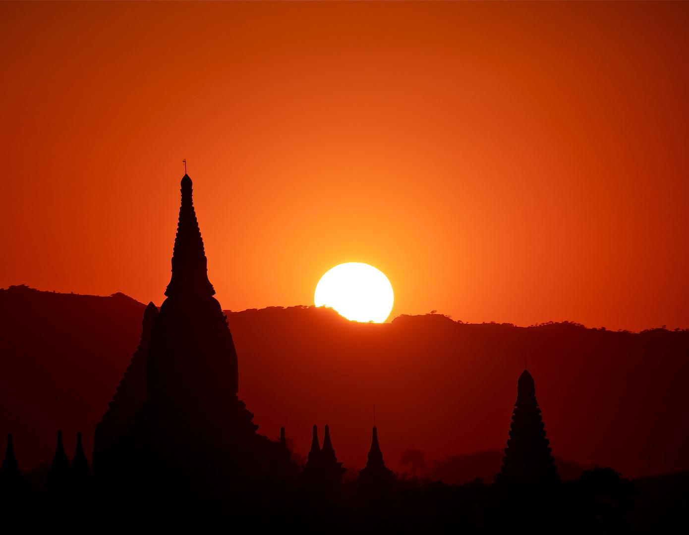 bagan 24. dezember sunset II
