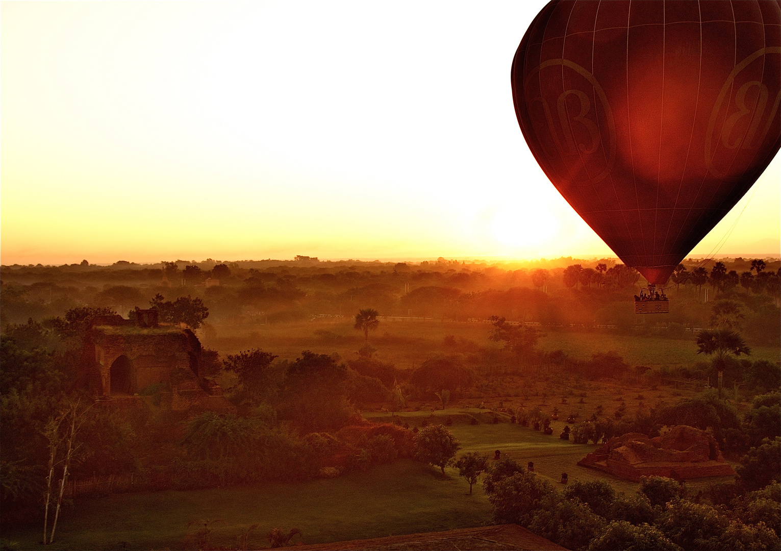 bagan sunrise ballooning
