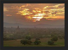Bagan versank langsam im Dunst