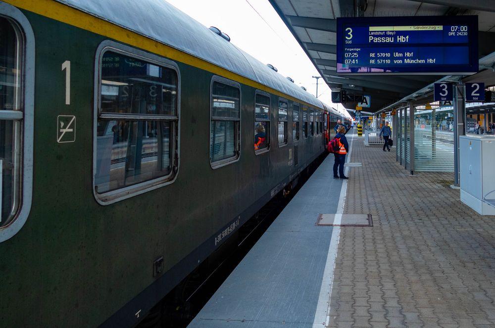 Bahnhof Augsburg am frühen Morgen
