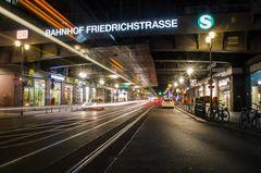 Bahnhof Friedrichstraße bei Nacht - Berlin, Deutschland