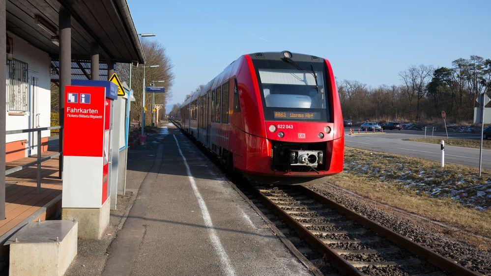 Bahnhof Riedrode mit einfahrendem Triebwagen