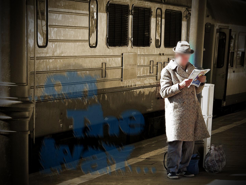 Bahnhof...Sehnsucht...Fernweh...Reise...auf dem Weg sein...