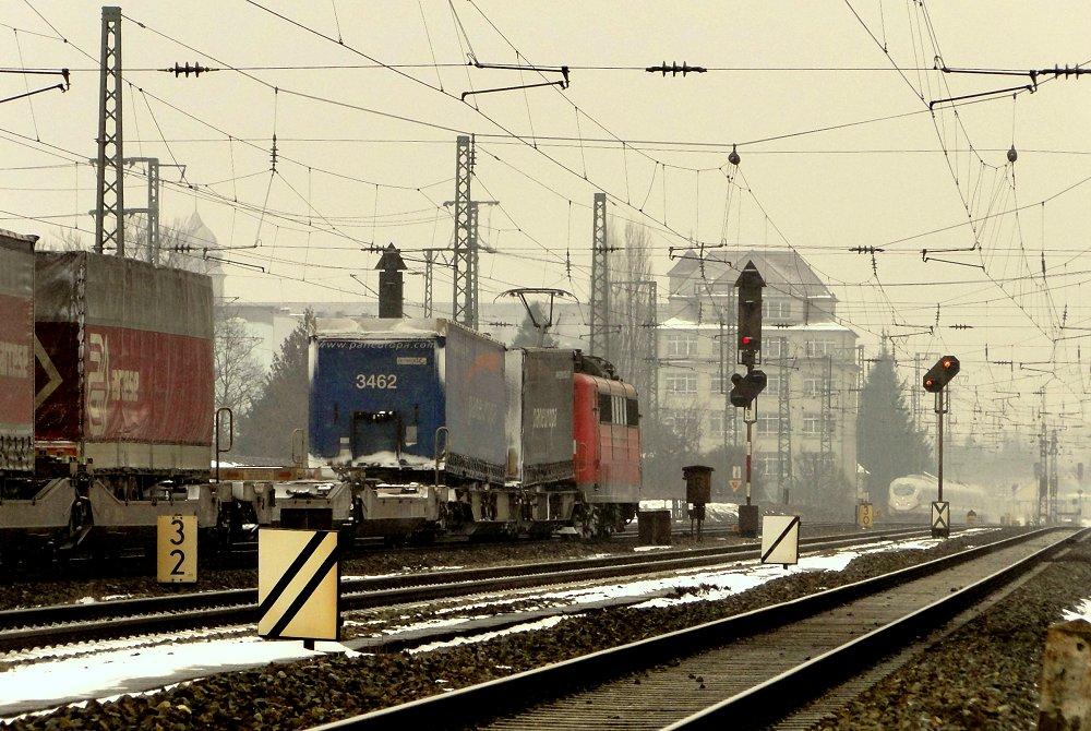 Bahnraum Augsburg XII - Begegnung