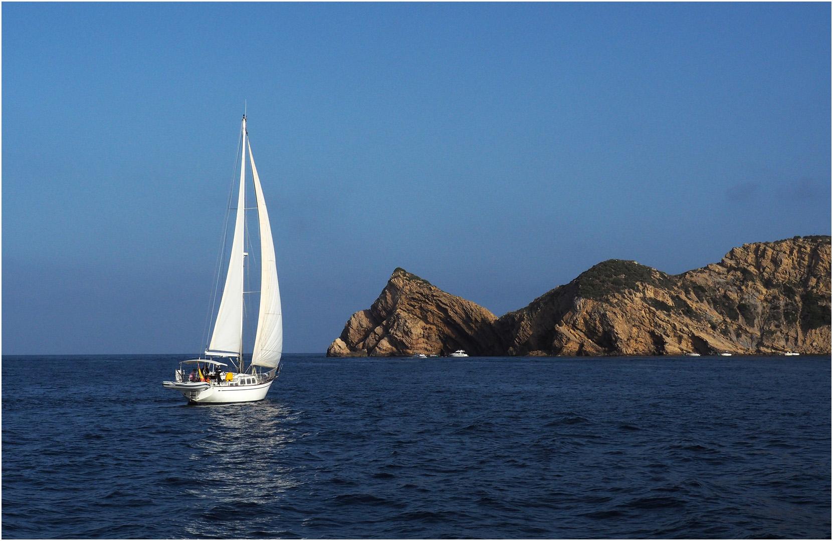 Balade en catamaran   --  Au large de Javea, Costa Blanca *