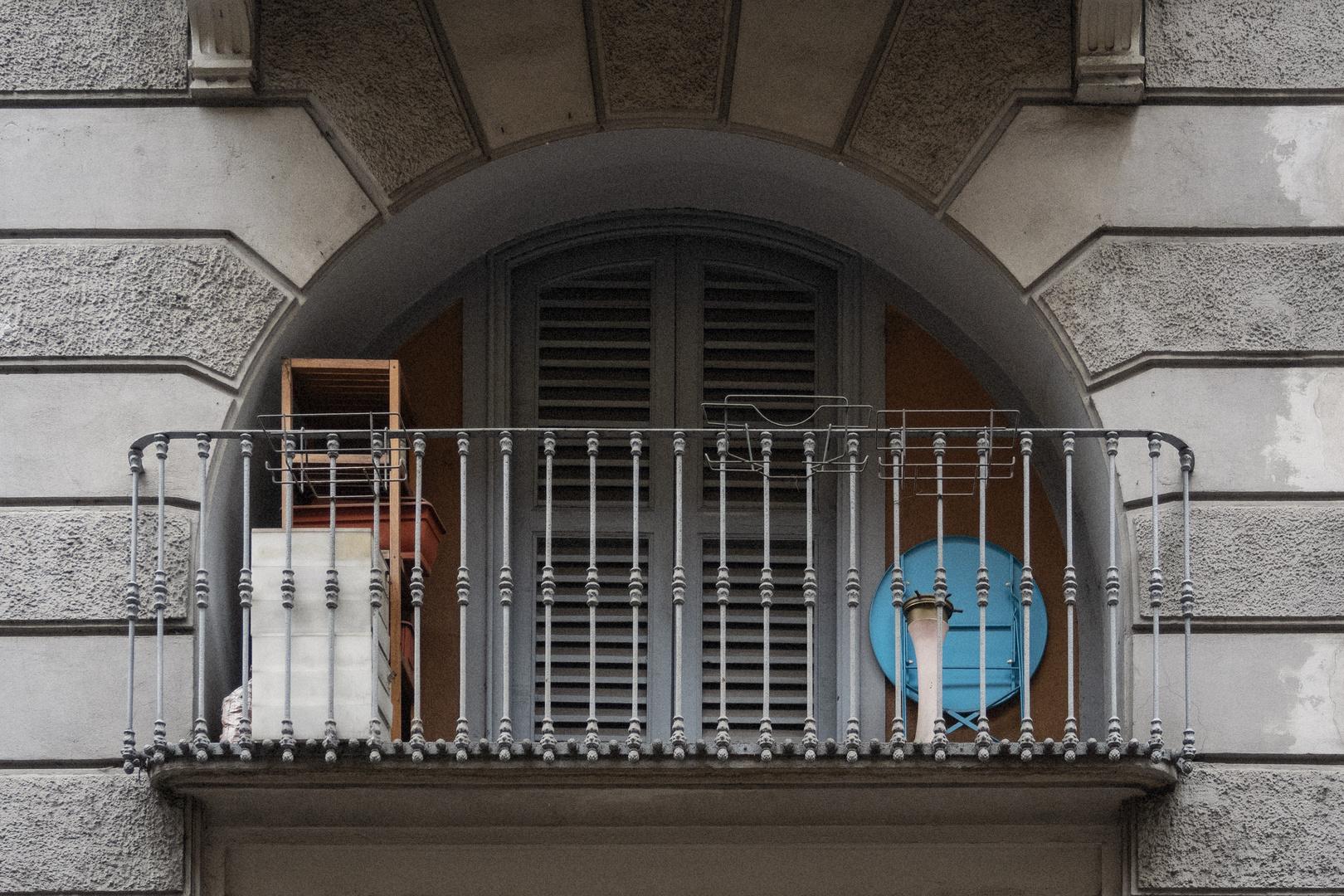 Balcone in via Tortona, Milano