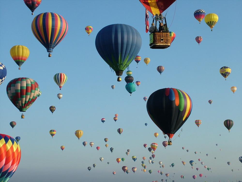 Bald fahren sie wieder an der Ballonfiesta in APQ / USA