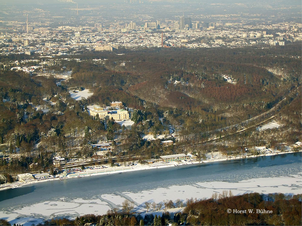 Baldeneysee und Villa Hügel mit Blick Richtung Essen-Stadtmitte am 6.  Januar 2009