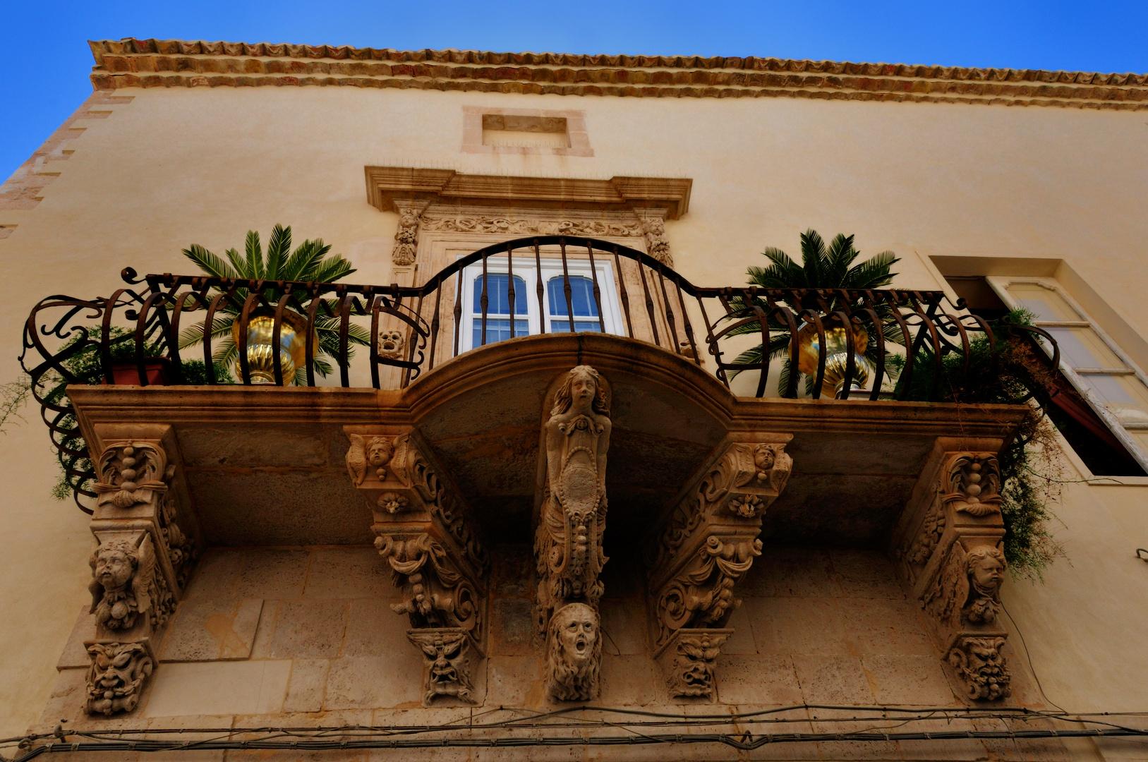 Balkon in der Altstadt von Siracusa