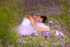 Ballerina im Lavendelfeld