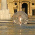 Ballerina nel pallone a Louvre