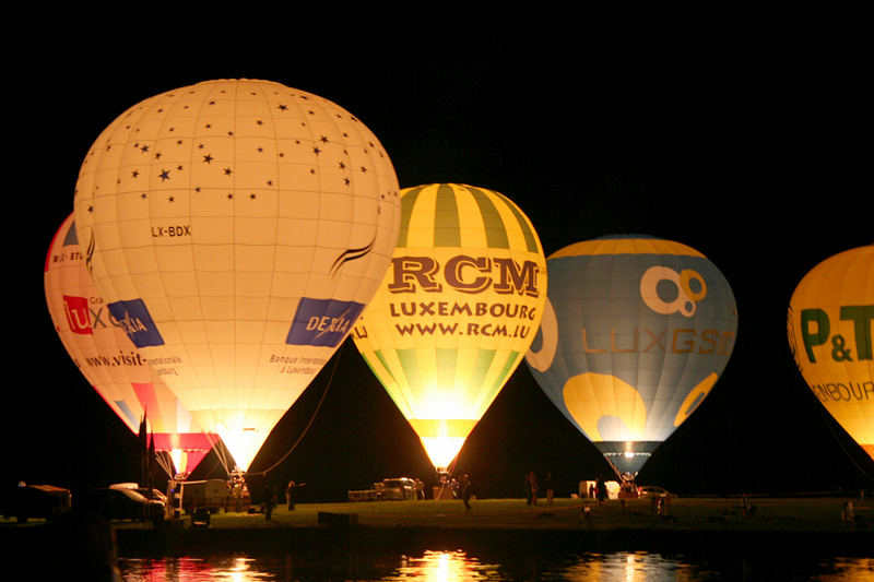 Ballons by night