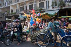 Ballonverkäufer in Phnom Penh, Kambodscha