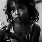 BAMBINA CON DENARO / A CHILD WITH SOME MONEY