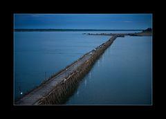 Bambusbrücke bei Nacht