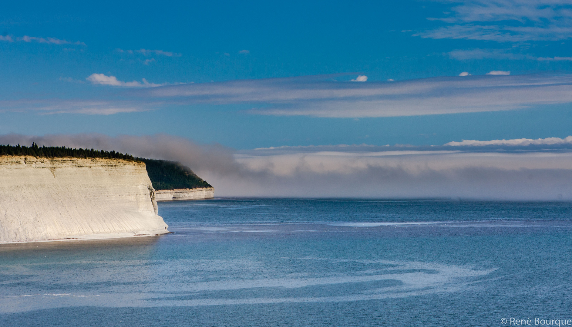 Banc de brouillard rentrant sur la côte nord d'Anticosti!