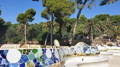 Bank von Antoni Gaudi im Park Güell