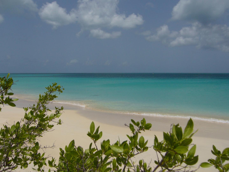 Barbuda; Coco Point beach