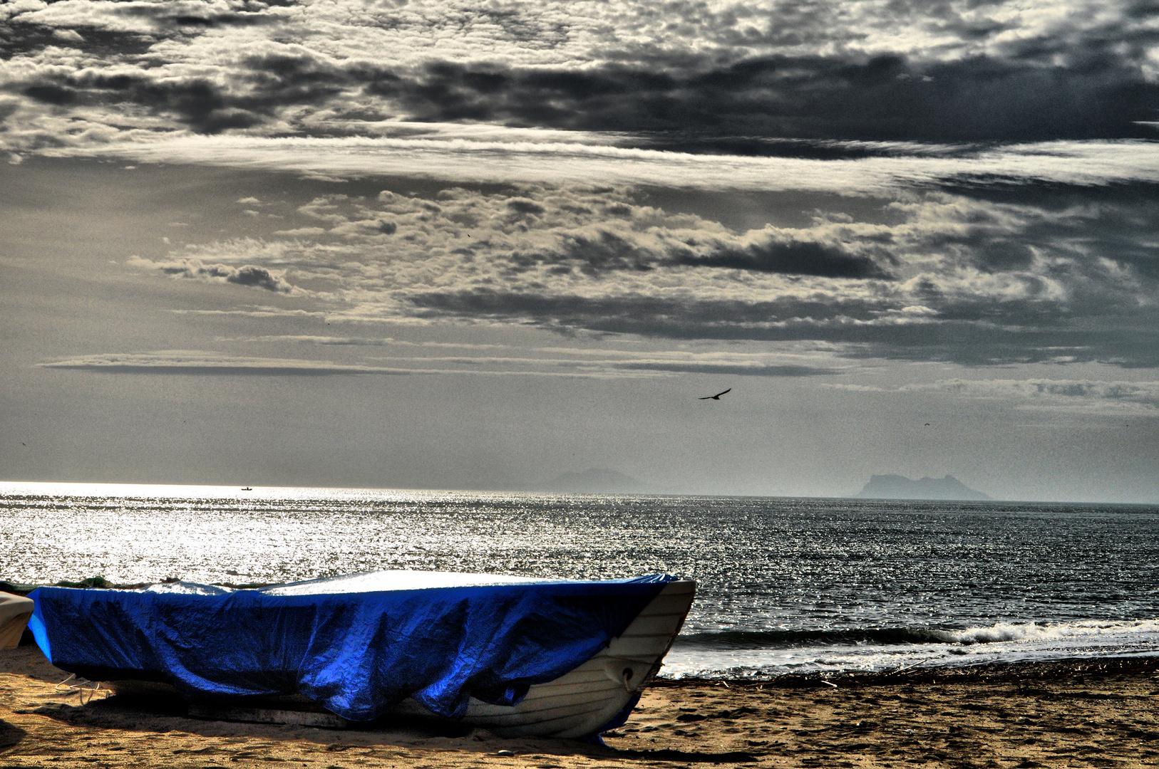 Barca, arena y mar