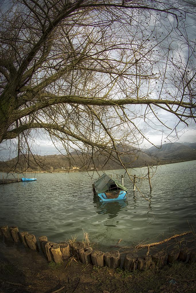 Barca sul lago di Fimon