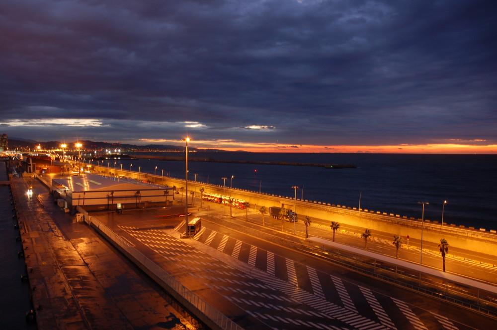 Barcelona Port bei Sonnenaufgang