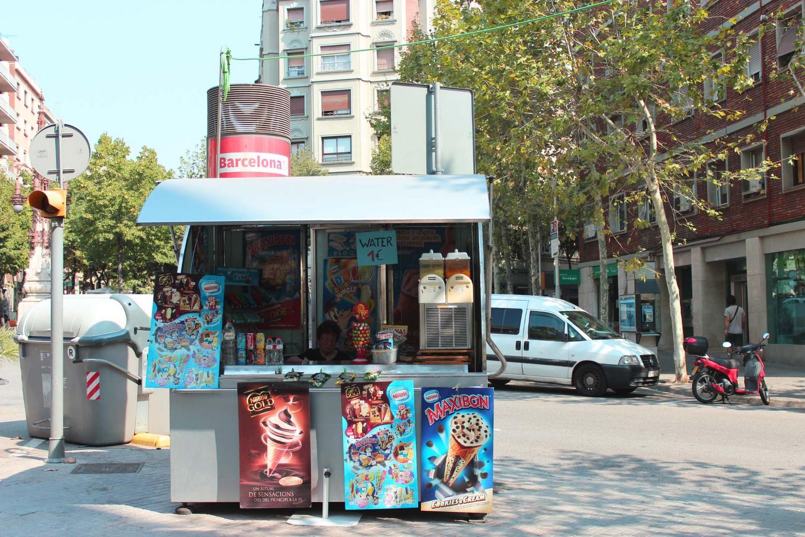 Barcelona. Water 1 Euro