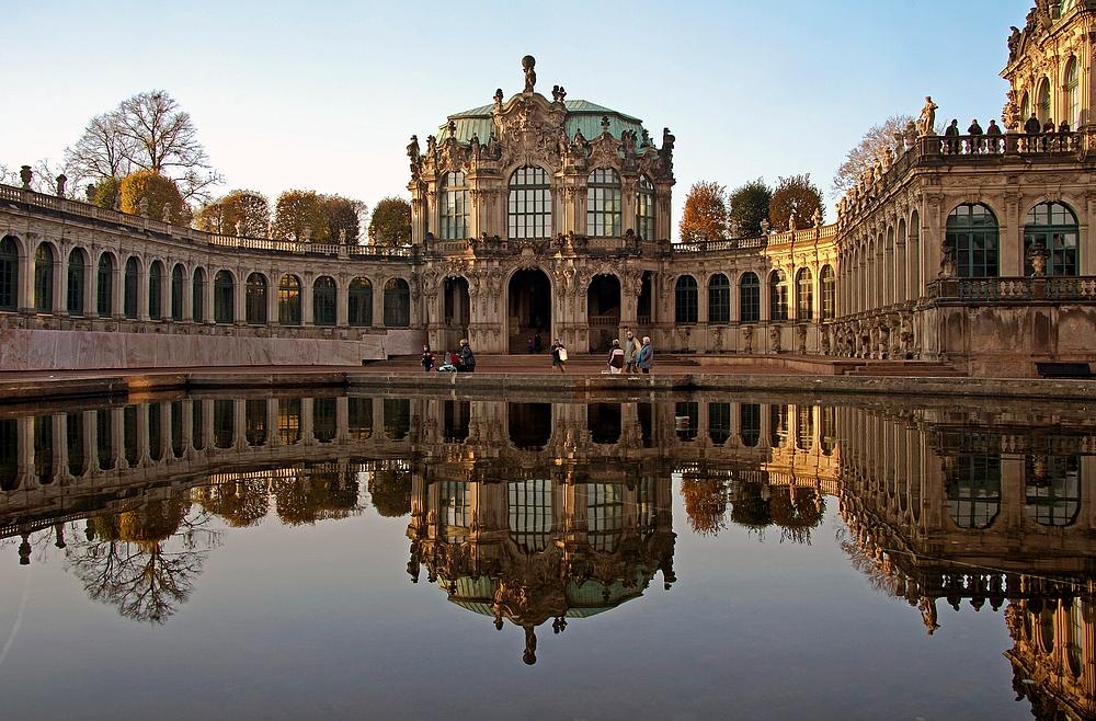Barocke Schönheit im Spiegel I