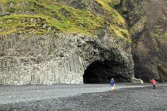 Basaltberg mit Höhle